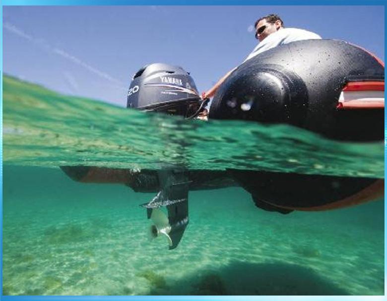 лодочный мотор под водой